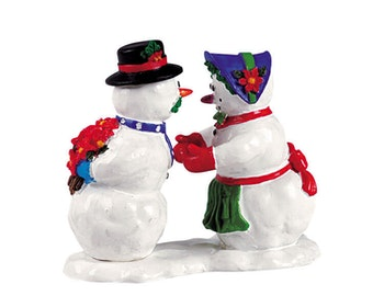 Kissing Snowcouple