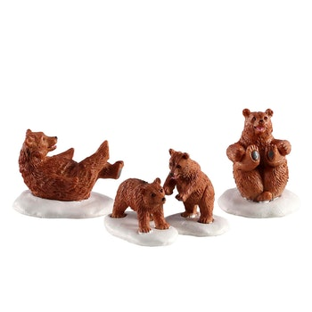 Bear Family Snow Day